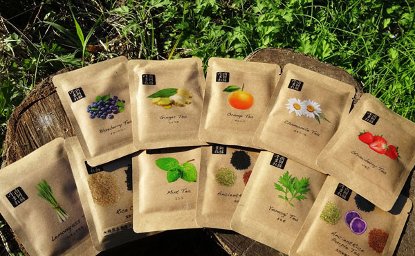 <span>南阿蘇ナチュラルハーブティー</span>大自然で育まれる 2000本以上の貴重な無農薬ハーブたち